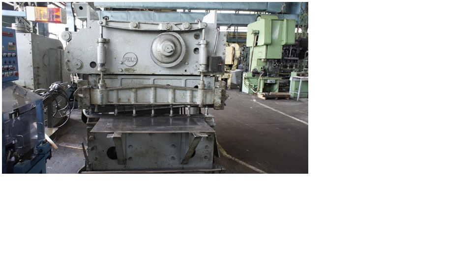 Shear Machine for cutting metal strip at fixed length